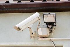 Система безопасности видеокамеры на стене здания Стоковые Изображения