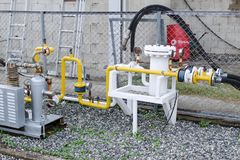 Система газообеспечения на станции refill - манометры, трубы, компрессоры Стоковое Фото