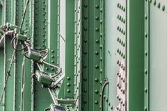 Система освещения ночи моста старого Sava с s заклепанным сталью стоковое фото rf