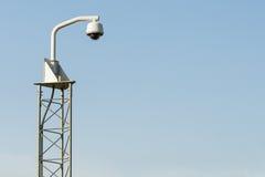 Система CCTV камеры слежения & голубое небо Стоковая Фотография