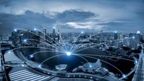 Система conection дела сети на scape города Сингапура умном стоковые фото