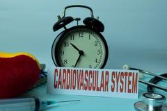 Системное планирование сердечно-сосудистой системы на предпосылке таблицы деятельности с канцелярские товарами стоковое изображение rf