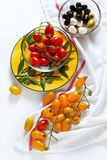 Сицилийские красные и желтые томаты вишни, Стоковое фото RF