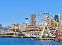 Сиэтл, Вашингтон, 14-ое сентября 2017, взгляды портового района города и иконической иглы космоса стоковое фото rf