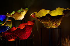 СИЭТЛ, ВАШИНГТОН, США - 24-ое января 2017: Выдувное стекло в абстрактных формах в саде красных и желтых, Chihuly и стекле Стоковые Фотографии RF