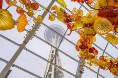 СИЭТЛ - 26-ое апреля 2016: Выдувное стекло в абстрактных формах в красном цвете Стоковое фото RF