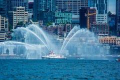 Сиэтл Citycape с fireboat Стоковая Фотография RF