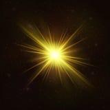 Сияющая звезда золота - реалистический космический объект бесплатная иллюстрация