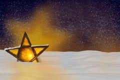 Сияющая звезда рождества на ноче Стоковые Изображения