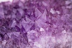 Сияющая amethyst текстура кристалла кварца Стоковая Фотография RF