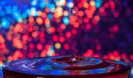 Сияющее падение воды предпосылки Стоковые Изображения