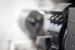 Сияющее стальное сверло токарного станка в фабрике конец вверх стоковая фотография