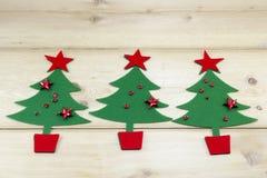 Сияющие звезды и рождественские елки Стоковая Фотография