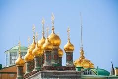 Сияющие золотые куполы верхнего собора спасителя Стоковые Изображения RF