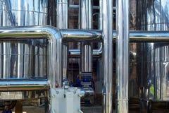 Сияющие трубы нержавеющей стали, танки для пищевой промышленности Стоковые Фото