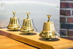 3 сияющих золотых винтажных колокола Стоковое Фото