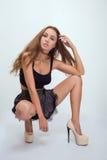 Сидение на корточках усаживания женщины Стоковое Фото