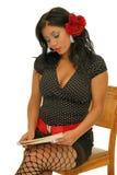 Сидеть и читать Стоковые Изображения RF