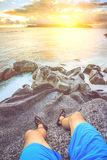 Сидеть на утесе Стоковые Фото