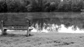 Сидите озером Стоковые Изображения RF