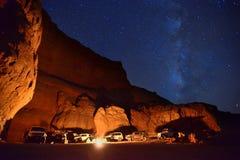 Сидите под светами звезды Стоковые Изображения RF