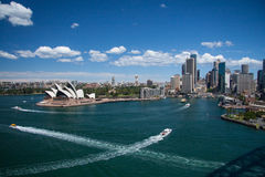 Сидней октябрь 2009: Взгляд гавани Сидней от моста гавани. Стоковые Фото