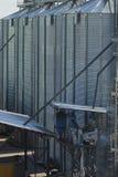 Силосохранилища, лифты зерна. Стоковое фото RF