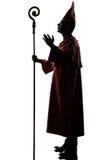 Силуэта епископа человека благословение кардинального салютуя Стоковые Изображения