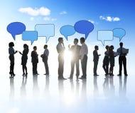 Силуэты бизнесменов и пузырей речи Стоковая Фотография RF
