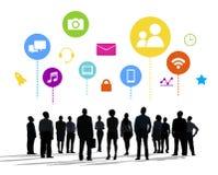 Силуэты бизнесменов и социальных концепций средств массовой информации Стоковые Фотографии RF