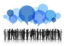 Силуэты бизнесменов работая и пузырей речи Стоковые Изображения RF