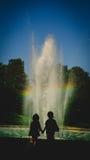 Силуэты брат и сестра Стоковое Фото