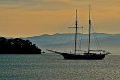 Силуэты в малом заливе Стоковое Изображение RF