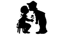 Силуэты мальчик и девушка Стоковые Изображения RF