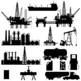 Силуэты нефтедобывающей промышленности Стоковая Фотография