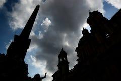 Силуэты обелиска, фонтана и церков. Аркада Navona, Roma, Италия Стоковая Фотография RF