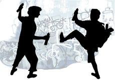 Силуэты taggers рисуя граффити Стоковые Фото