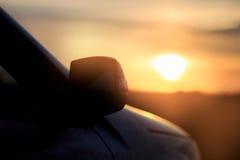 Силуэт автомобиля на заходе солнца Стоковое Изображение