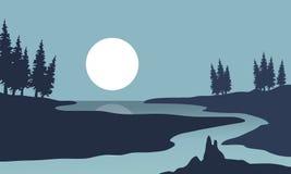 Силуэт ландшафта реки и луны Стоковые Изображения
