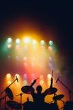 Силуэт барабанщика на этапе Стоковые Фото
