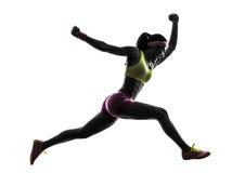 Силуэт бегуна женщины бежать скача крича Стоковая Фотография