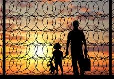 Силуэт беженца семьи Стоковая Фотография