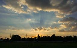 Силуэт Будда, предпосылка захода солнца Стоковое фото RF