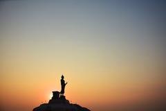 Силуэт Будды во время восхода солнца Стоковые Изображения RF
