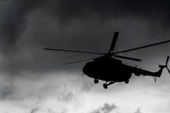 Силуэт вертолета перехода Стоковые Фото