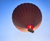 Силуэт воздушного шара в небе Стоковое Изображение