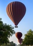 Силуэт воздушного шара в небе Стоковое фото RF