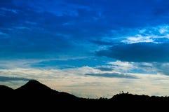 Силуэт горы стоковое фото rf
