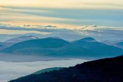 Силуэт гор на восходе солнца, Apennines, Умбрии, Италии Стоковое Изображение RF