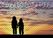 Силуэт голодных беженцев детей Стоковые Фотографии RF
